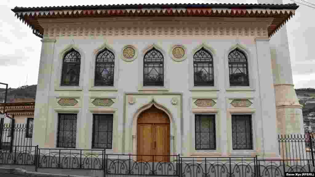 2012-2013 seneleri bağçasaraylı Umerovlar qorantasınıñ teşebbüsi ile cami binasınıñ tarihiy rekonstruktsiyası yapıldı