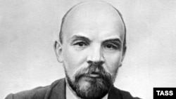 Putin made his comments about Lenin to pro-Kremlin activists.