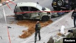 Pamje nga terreni ku ka rënë një raketë e militantëve palestinezë në Ashdod të Izraelit