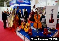 La standul de instrumente muzicale al Cehiei