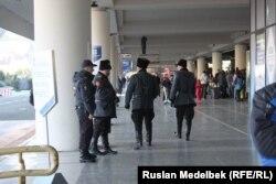 Полицейский и казачий патрули. Сочи, 7 февраля 2014 года.