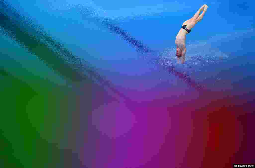 Британец Джек Лагер в полуфинале прыжков с трамплина среди мужчин на 3 м во время Олимпийских игр в Токио, 3 августа 2021