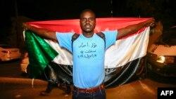 Участник протестов в Судане, 11 апреля 2019