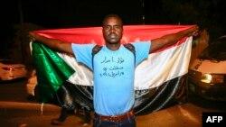 Участник протестов в Судане, 11 апреля 2019 года.