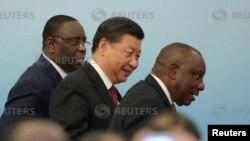 Түштүк Африка президенти Кирил Рамафоса, Кытай президенти Си Цзиньпин, Сенегал президенти Макки Салл. Бээжин, 4-сентябрь, 2018-жыл.