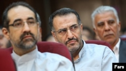 Former government spokesman Abdollah Ramezanzadeh (L), was arrested following mass protests in 2009. Photo from his trial at the time.