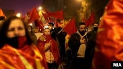 Фотографија од протестот пред Владата по интервјуто на премиерот Зоран Заев за БГНЕС, Скопје 26 ноември 2020