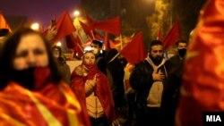 Фотографија од протестот пред Владата по интервјуто на премиерот Зоран Заев за БГНЕС