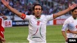 علی کریمی ستاره سابق تیم ملی ایران و مرد سال فوتبال آسیا