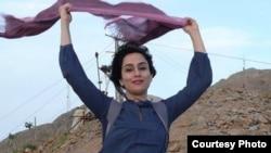 Facebook-тегі Ирандағы хиджабқа қарсы кампания аясында салынған сурет (Көрнекі сурет).