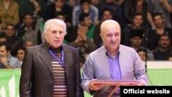 علی محمدیان (راست)