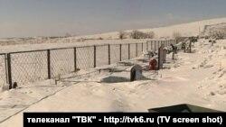 Кладбище в Красноярске завалено снегом