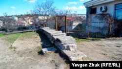 Начало стенки на улице Багрия