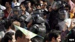 پلیس و راهپیمایان معترض پس از انتخابات