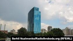 На верхівці бізнес-центру 101 Tower – логотип енергетичної компанії «ДТЕК»