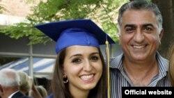 Прогонетиот ирански принц Реза Пахлави и неговата ќерка Иман која дипломирање на универзитет во САД.