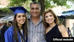 رضا پهلوی همراه با همسر و دخترش، ایمان.