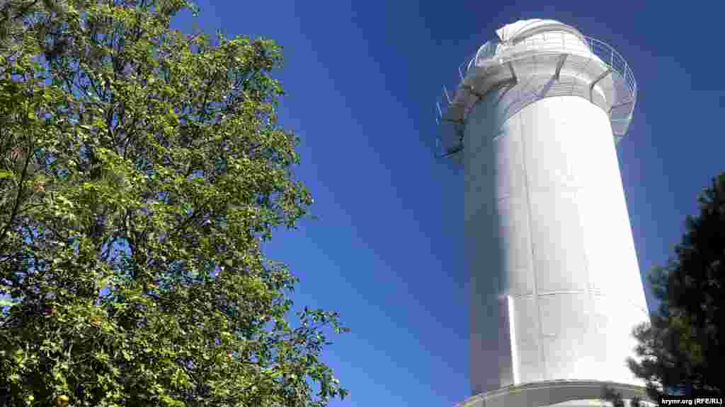 Башенный солнечный телескоп имени академика Северного (диаметр зеркала – 90 см, высота башни – 24,7 метра) считается самым большим в Европе