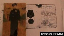 Копії нагород батька Діляри Ісмаїлової