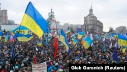 Сторонники евроинтеграции Украины стоят на Майдане Незалежности в Киеве. Декабрь 2013 года.