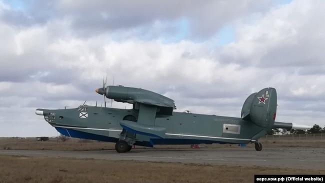 Самолет Бе-12 на Евпаторийском авиационном ремонтном заводе