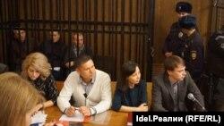 Айрат Ситдиков второй слева в клетке