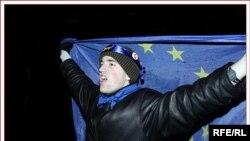 بلغارستان و رومانی از سال ۱۹۹۵ میلادی در تلاشند تا به اتحادیه اروپا بپیوندند. مذاکرات در این مورد در سال ۲۰۰۰ میلادی آغاز شد و چهار سال بعد به پایان رسید.