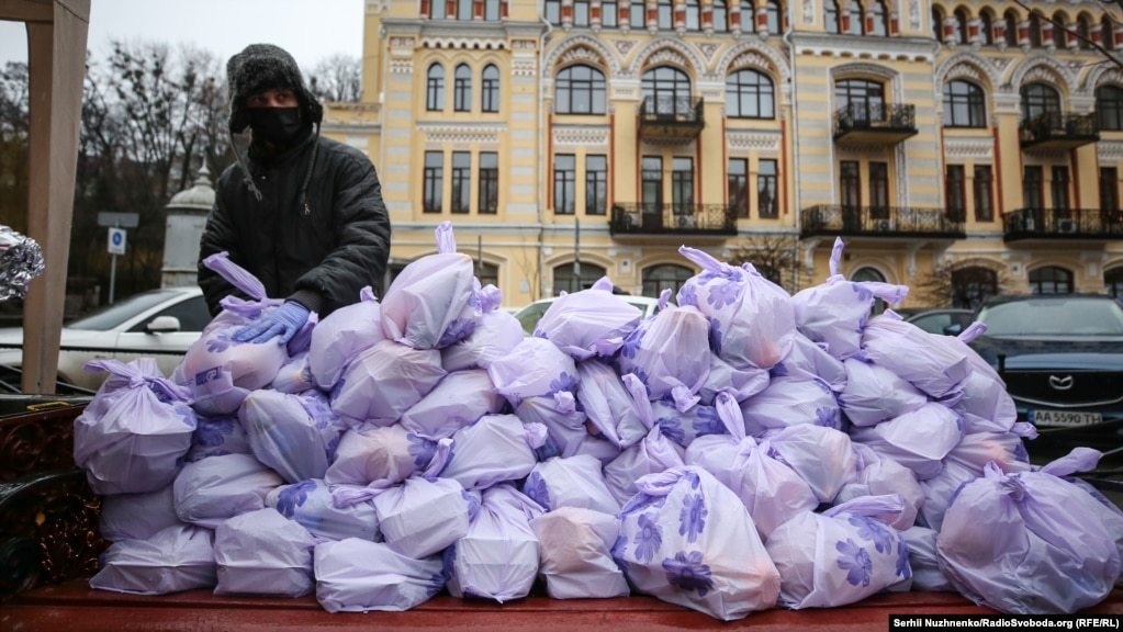 Загалом у Львові, Івано-Франківську та Києві отримають подарунки більше 4 тисяч людей.