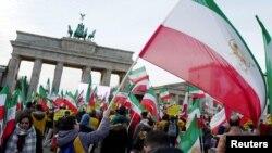 Иранских протестующих поддержали за рубежом