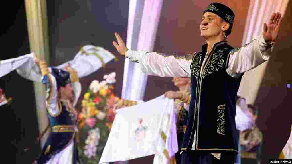 Татарстанның фольклор музыка дәүләт ансамбле чыгышы