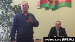 Cябра АГП Аляксандар Кабанаў (стаіць) ідэпутат Леанід Качына