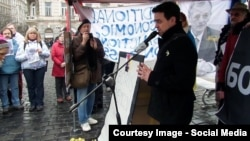 Мартін Углірж під час акції пам'яті Бориса Нємцова
