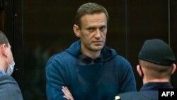 Алексей Навални по време на съдебно заседание от делото срещу него