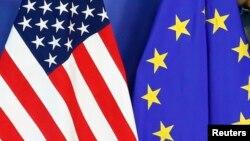 بیرق های امریکا و اتحادیه اروپا