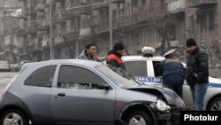 Armenia -- Traffic police investigate a car collision in Yerevan, 11Jan2010.