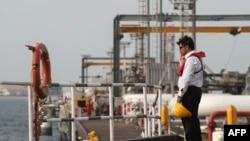 تاسیسات نفتی ایران در خارک