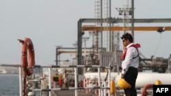 تاسیسات نفتی خارگ