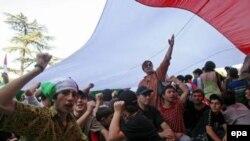 Грузинская оппозиция просит сторонников Игоря Георгадзе проводить свои акции протеста отдельно. Митинг в Тбилиси в поддержку отставки правительства