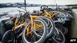 Норвегияға Ресей шекарасы арқылы өткен мигранттар пайдаланған велосипедтер. (Көрнекі сурет.)
