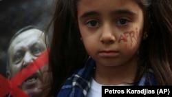 Кипрдеги нааразылык акциясына катышкан күрт кызы, 24-январь 2018-жыл.