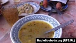 Суп у соціальній їдальні