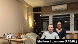 """Roman Kolpakov, osnivač ruskog pravoslavnog sajta za upoznavanje """"Parohijan"""", i njegova žena, Natalia, u njihovom moskovskom stanu"""