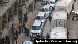 Автомобілі з гуманітарною допомогою від сирійського Червоного півмісяця й інших гуманітарних організацій у Гуті, Сирія, 5 березня 2018 року