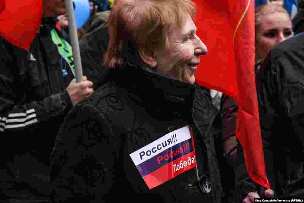 Багато учасників мітингу були з російською символікою на одязі