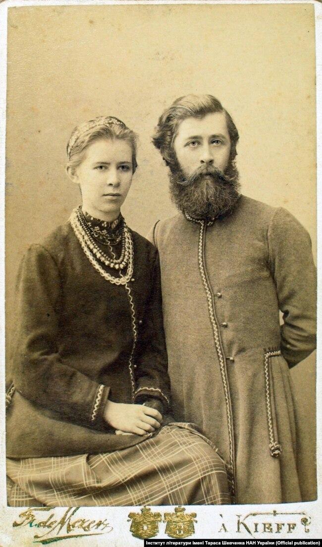 Леся Українка (Лариса Косач-Квітка) зі своїм братом Михайлом. Київ, 1890-і роки