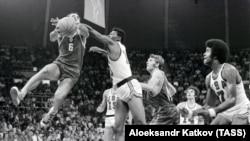 Münhendəki qarşılaşma 51:50 Sovet basketbolçularının qələbəsi ilə başa çatıb.
