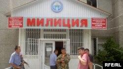 Маркум журналисттин жакындары Ноокат РИИБинин жетекчилигин кызматтан кетирүүнү талап кылууда.