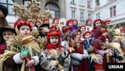 Встановлення святкового дідуха. Львів, 6 січня 2018 року