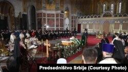Presidenti i Serbisë, Aleksandar Vuçiq gjatë ceremonisë së varrimit të Patriarkut Irinej.