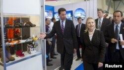 Hillary Clintonun Bakı səfəri